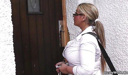 Hot Mama di stoking merayu cewek anak muda kerudung mesum
