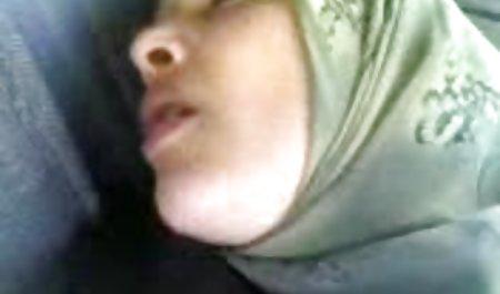 Gadis asia video bokep sma jilbab menunjukkan payudaranya