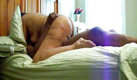 Menggoda titit besar adalah menunjukkan video tante jilbab tubuhnya